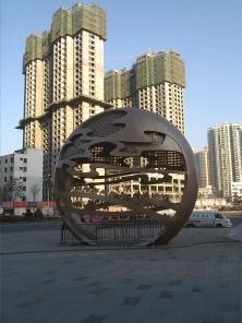 Una scultura ancora dedicata alla via della seta